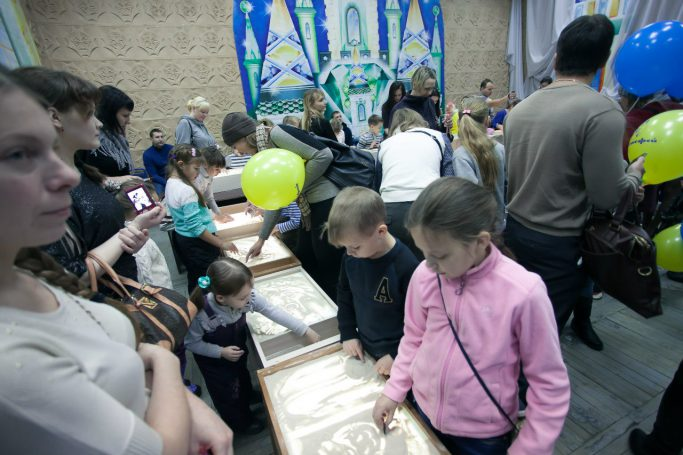Первый городской фестиваль-конкурс по рисованию песком